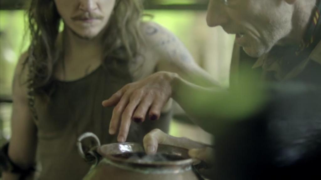 kyle-gallner-hasil-farrell-heals-his-fingers